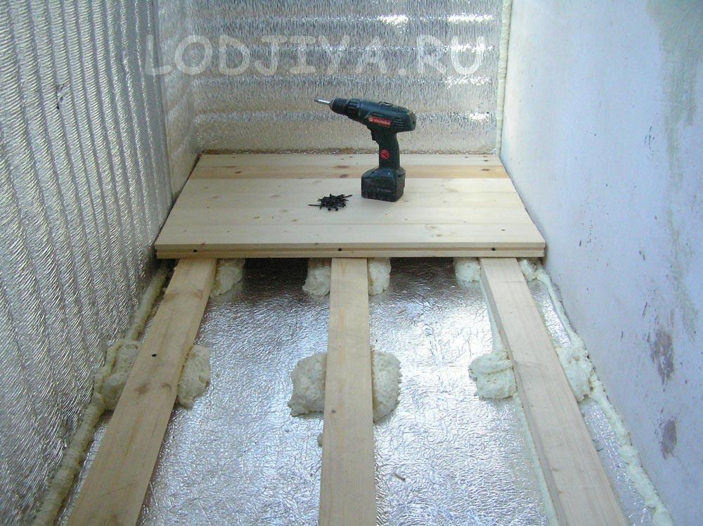 Чем обработать деревянный пол на балконе квартиры..